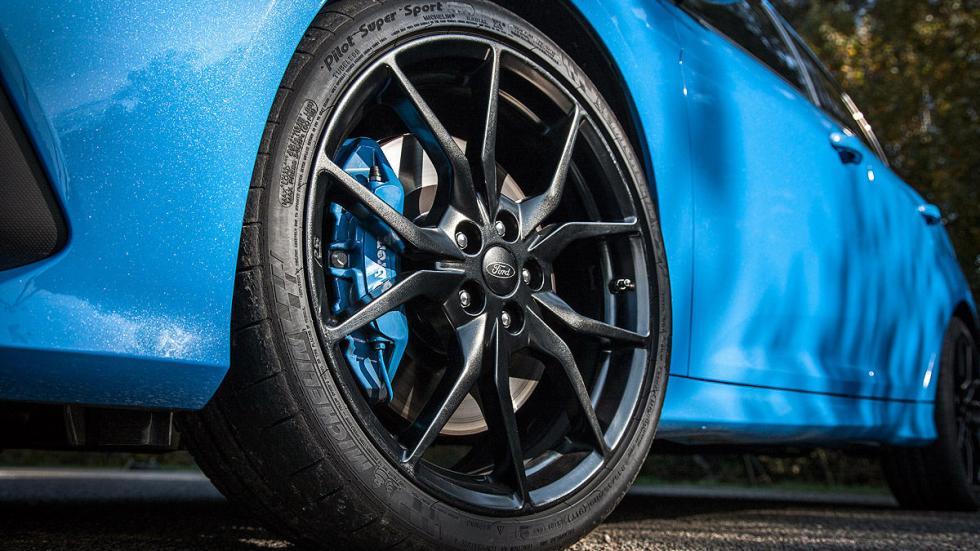 Ford Focus RS morro llanta