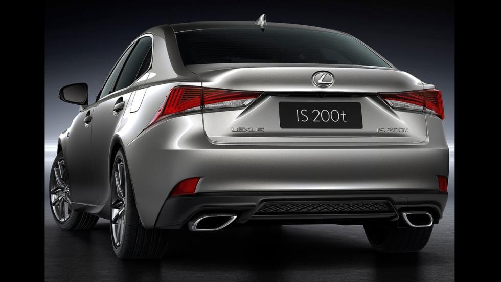 Lexus IS 2017 trasera