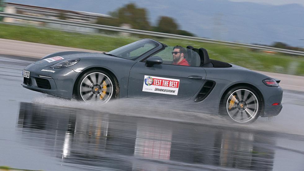 Porsche 718 Boxster barrido 3 cuartos agua