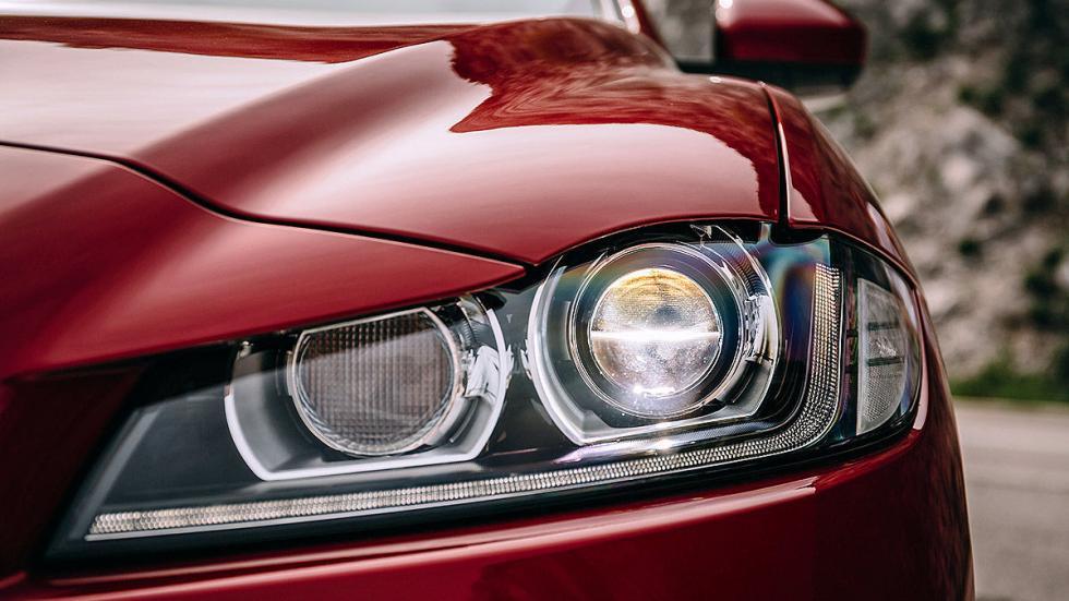 Jaguar F-Pace detalle faro