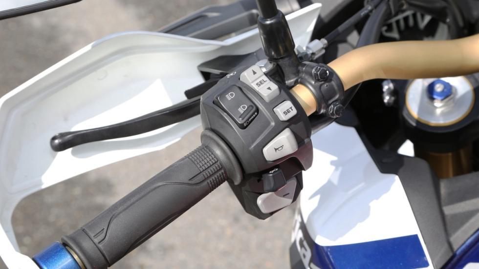 Prueba-nueva-Honda-Africa-Twin-2016-controles-puño-izquierdo