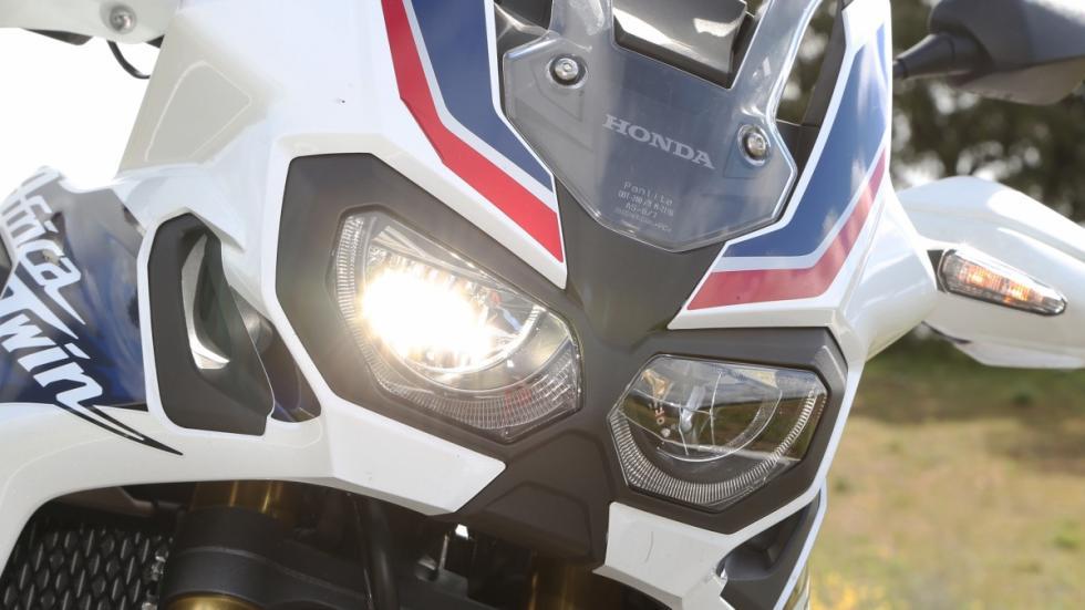 Prueba-nueva-Honda-Africa-Twin-2016-faro-delantero
