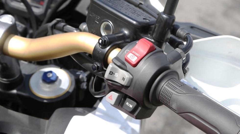 Prueba-nueva-Honda-Africa-Twin-2016-controles-puño-derecho-modos-conducción