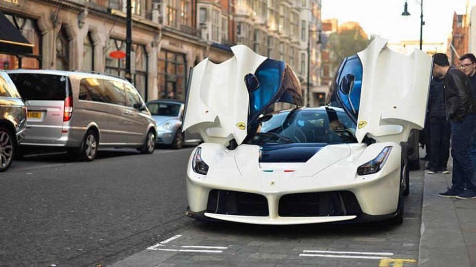 deportivos-color-blanco-ferrari-laferrari