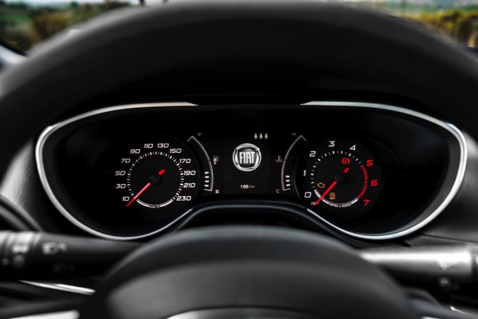 Fiat Tipo de cinco puertas instrumentación
