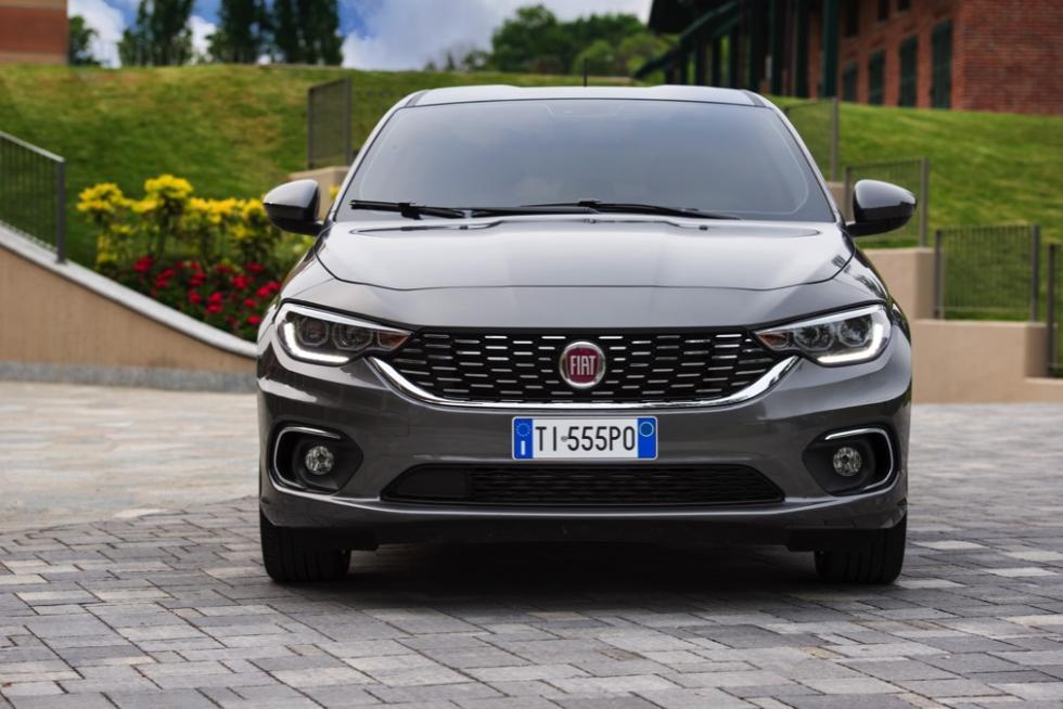 Fiat Tipo de cinco puertas parrilla