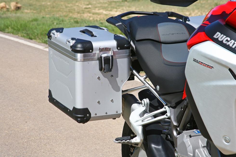 Ducati-Multistrada-1200-Enduro-detalle-maleta