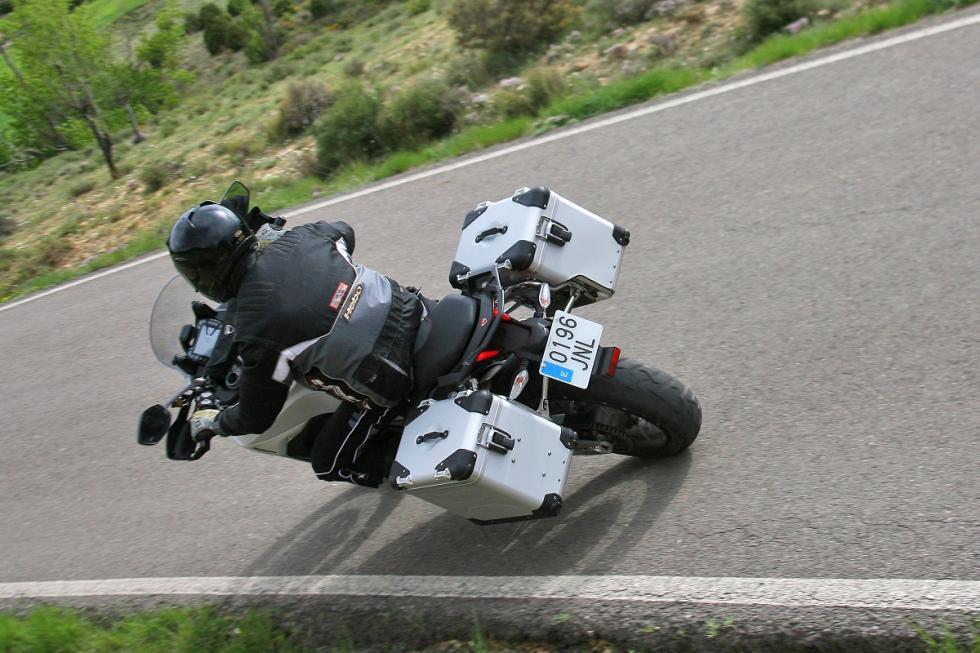 Ducati-Multistrada-1200-Enduro-accion 3