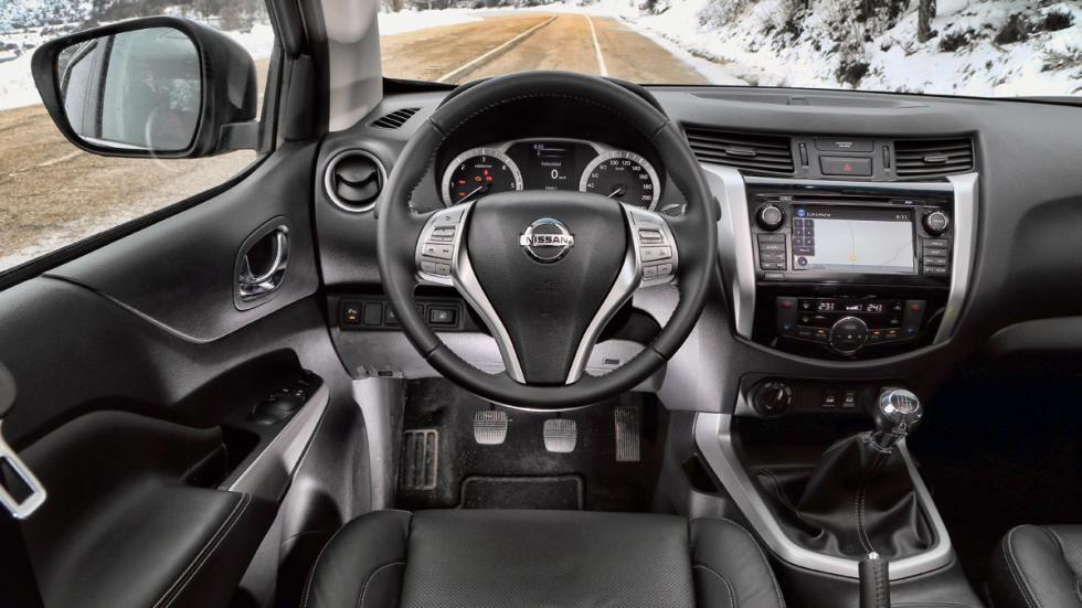 Nissan-Navara-salpicadero