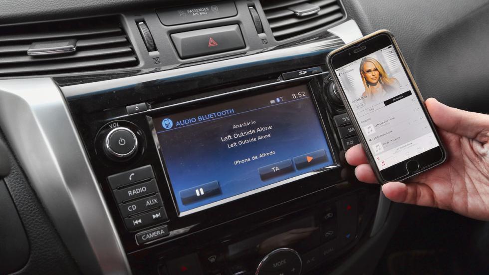 Nissan-Navara-pantalla-conectividad