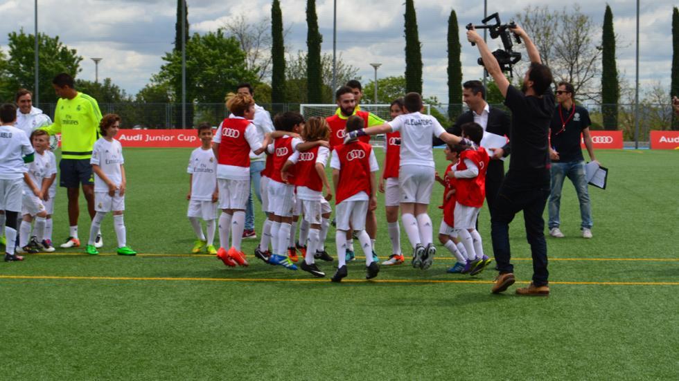benzema real madrid audi junior cup jugadores pequeños