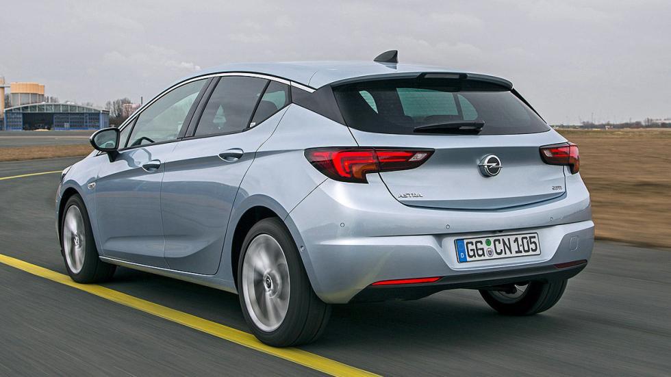 Opel Astra zaga