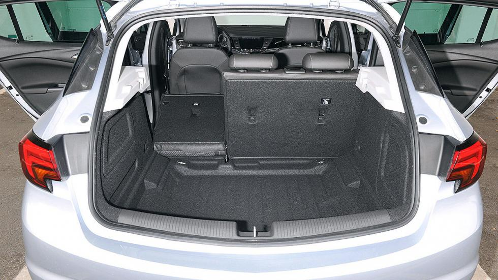 Opel Astra pilotos maletero