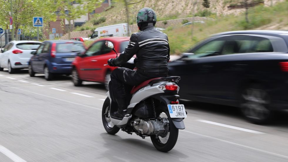 Prueba-Peugeot-Tweet-125-EVO-barrido-lateral-movimiento