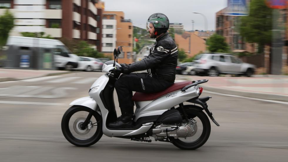 Prueba-Peugeot-Tweet-125-EVO-barrido-lateral