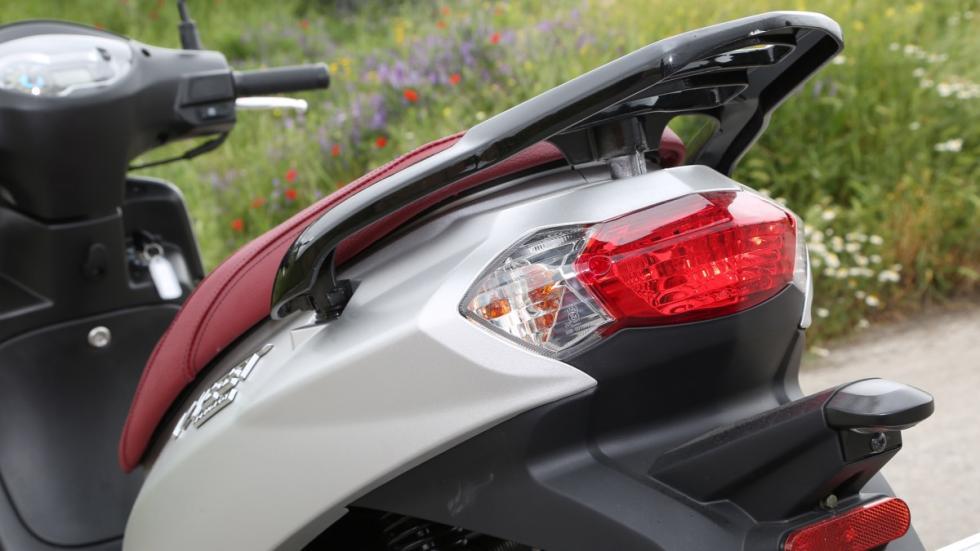 Prueba-Peugeot-Tweet-125-piloto-trasero