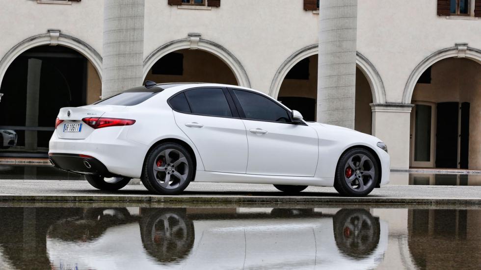 Prueba Alfa Romeo Giulia blanco lateral trasera