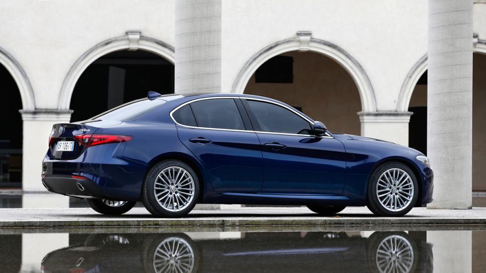 Prueba Alfa Romeo Giulia lateral azul