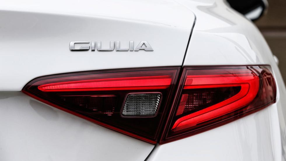Prueba Alfa Romeo Giulia faro