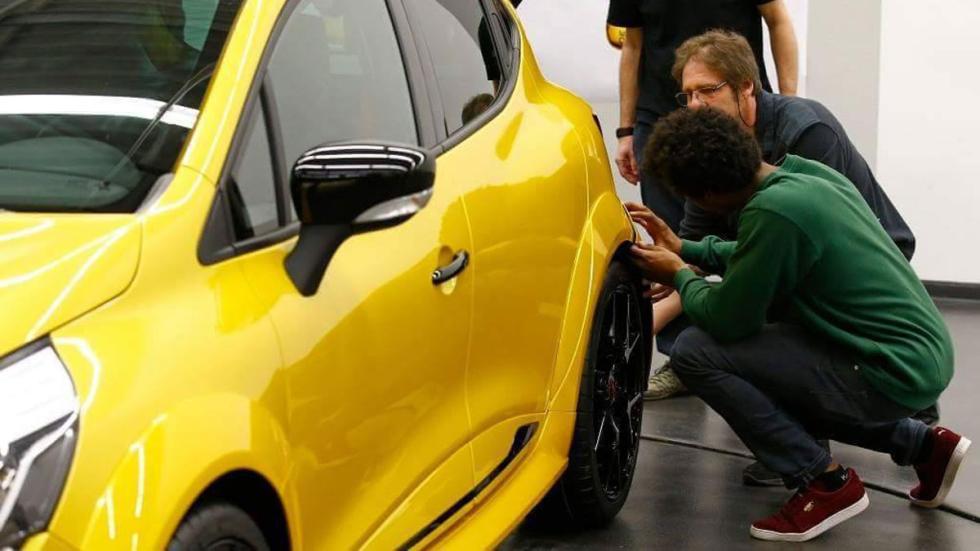 Renault Clio Sport Hardcore pasos rueda