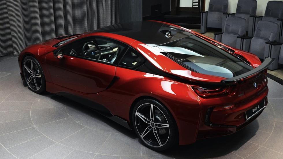 BMW i8 Lava Red tres cuartos traseros