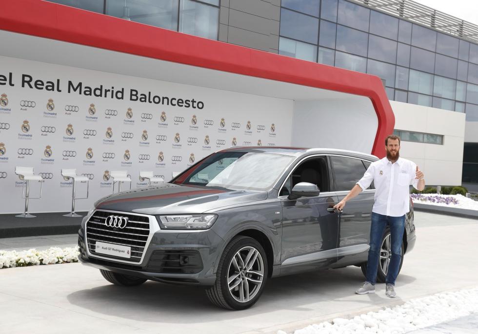 Audi entrega gama a plantilla de Baloncesto del Real Madrid Sergio rodriguez