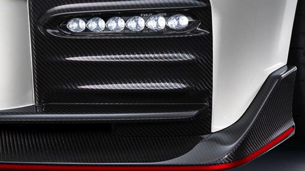 Nissan GT-R Nismo 2017 iluminacion