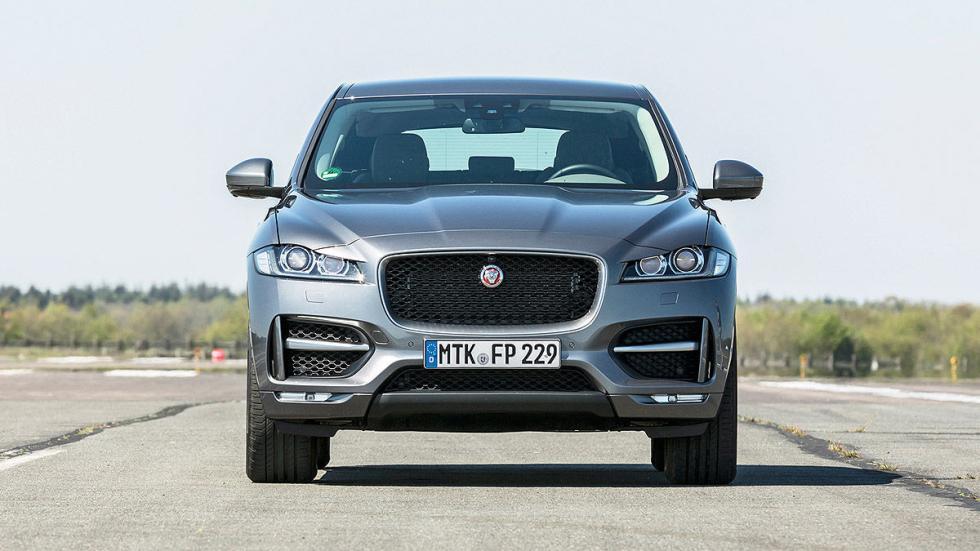 Jaguar F-Pace estática morro