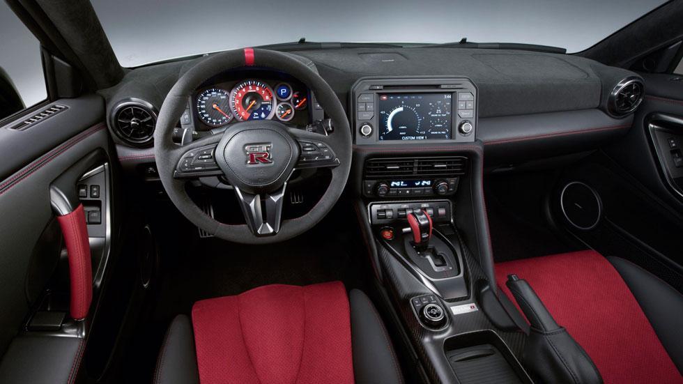 Nissan GT-R Nismo 2017 interior salpicadero