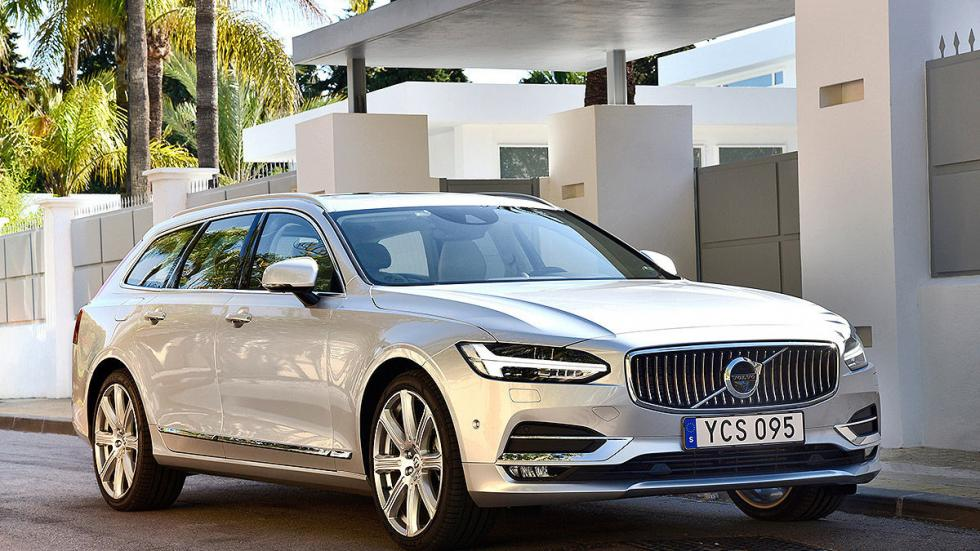 Prueba: Volvo V90 2016 lateral faros ciudad