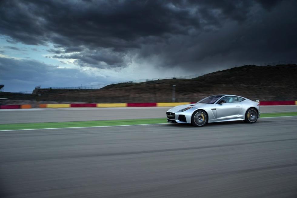 Jaguar F-Ttype SVR coupé 2016 circuito