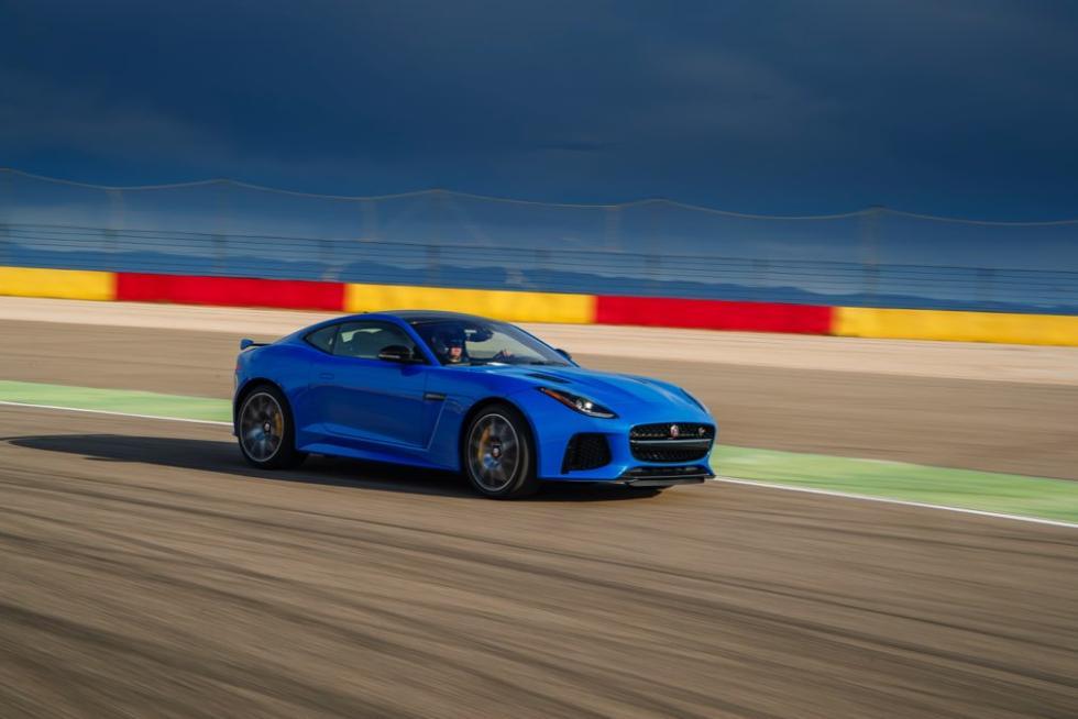 Jaguar F-Ttype SVR coupé 2016 lateral circuito