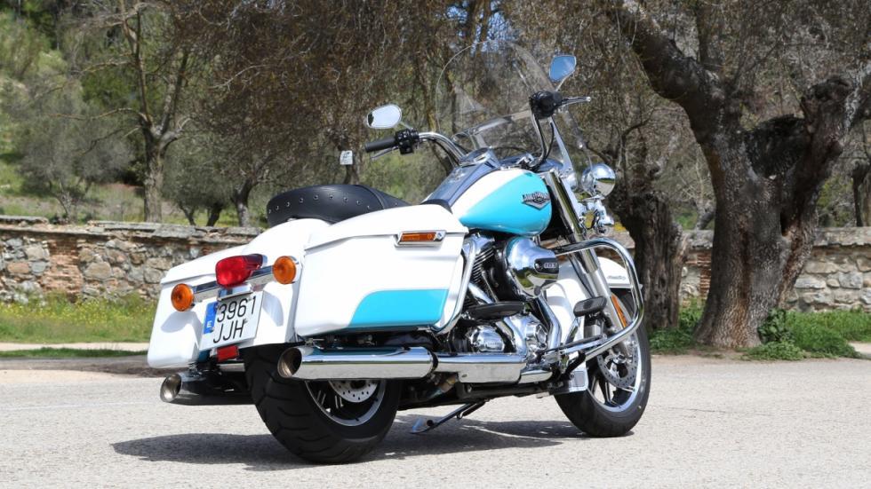 Prueba-Harley-Davison-Road-King-2016-trasera-estática