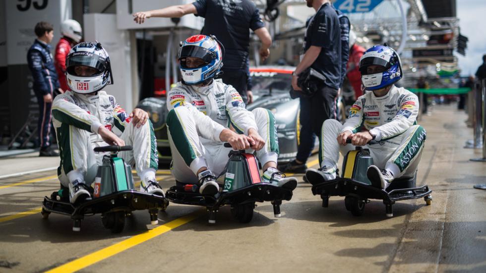 Aston Martin Razor Crazy Cart equipo