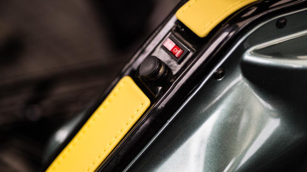 Aston Martin Razor Crazy Cart botón