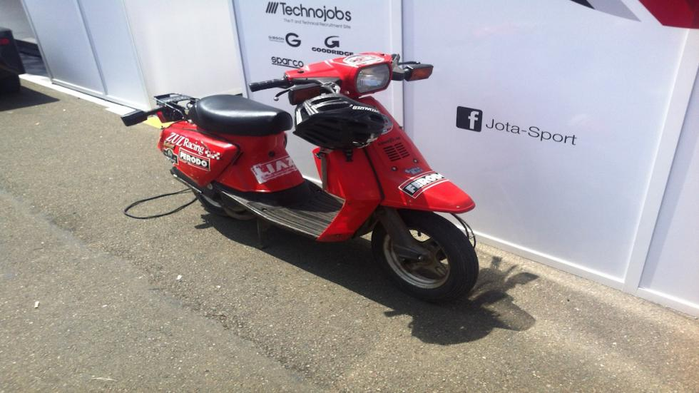 24-Horas-Le-Mans-scooter-antigua