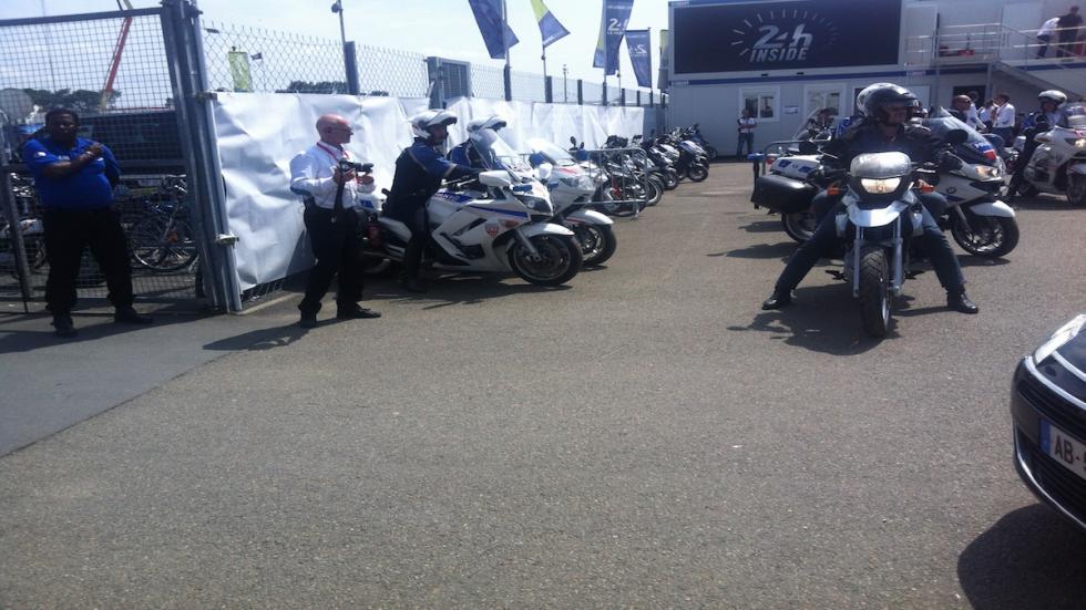 24-Horas-Le-Mans-policía-motos