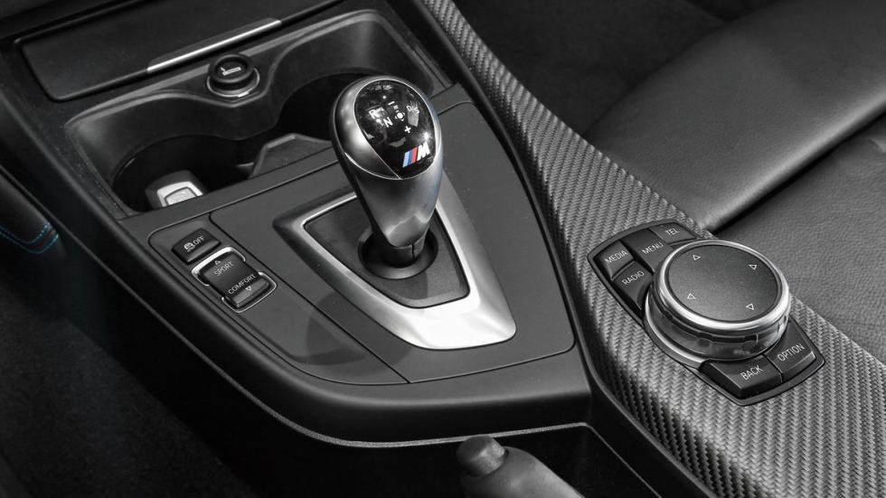 BMW-M2-Coupe-palanca-de-cambios