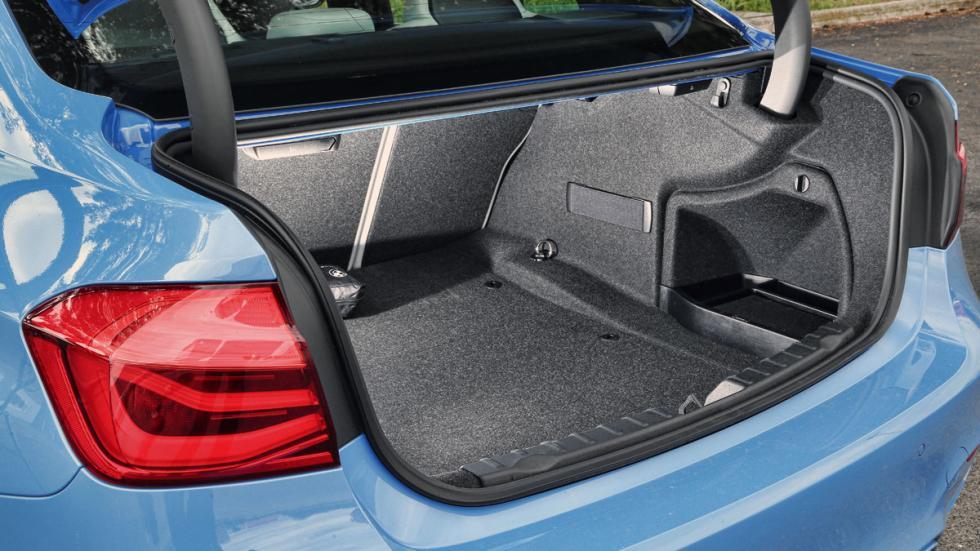 BMW-M3-maletero