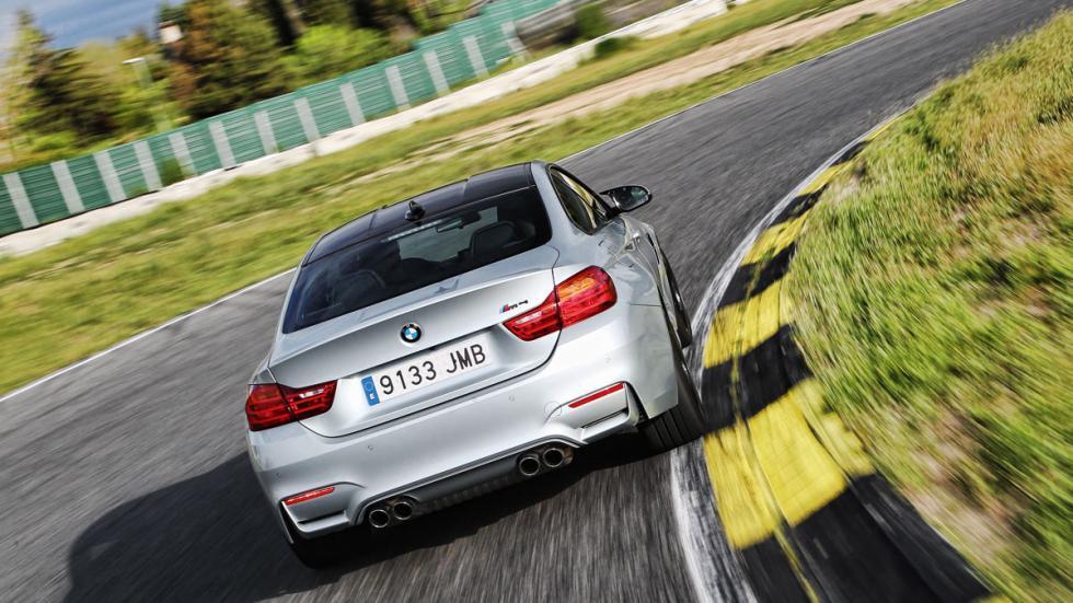 BMW-M4-Coupe-trasera-curva