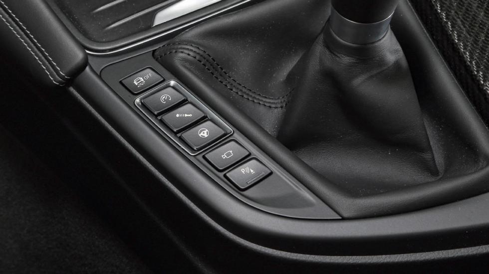 BMW-M4-Coupe-botones