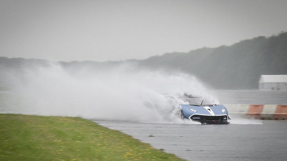 Arrinera Hussarya GT en pista