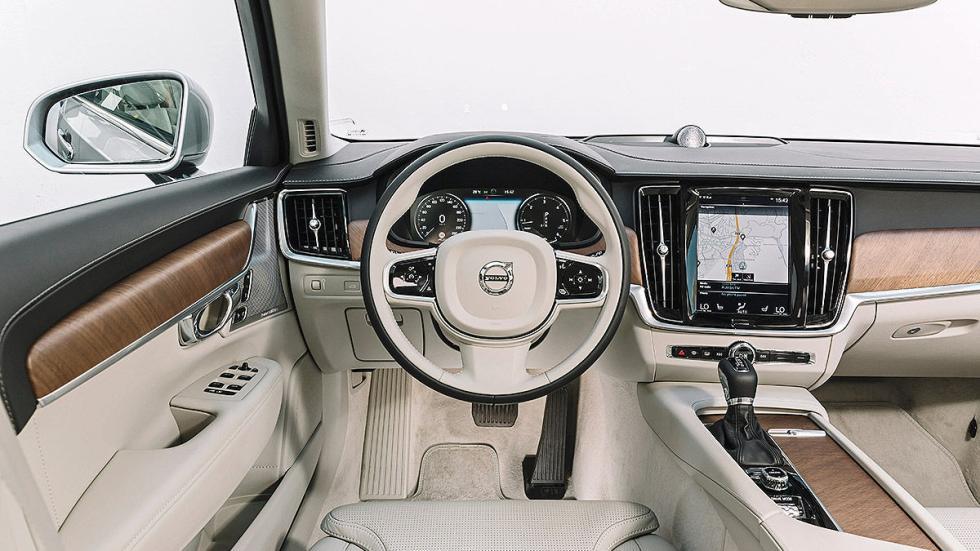 Volvo V90 volante