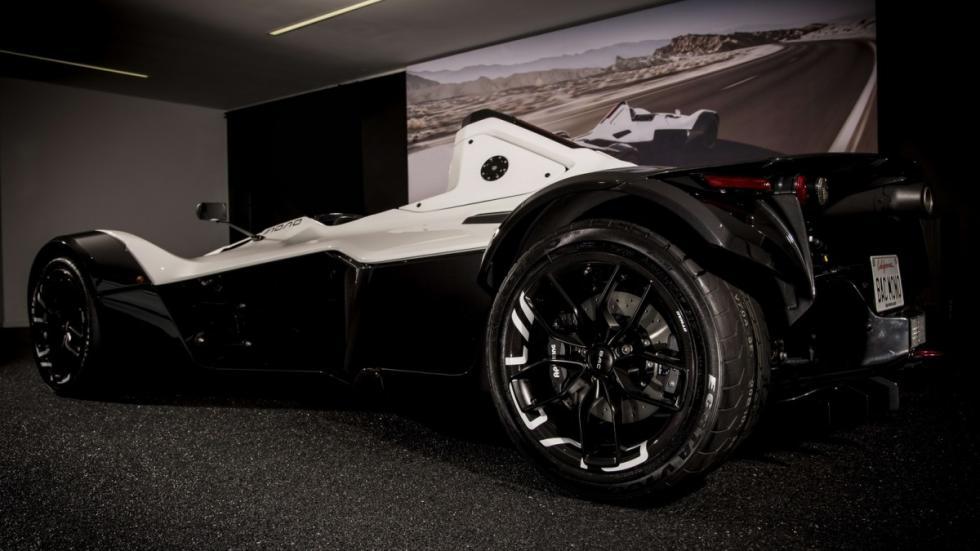 BAC Mono ruedas carbono 1