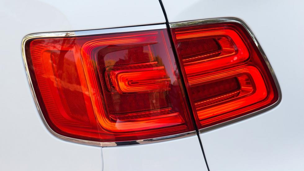 identifica-coches-por-sus-faros-pilotos-bentley-bentayga