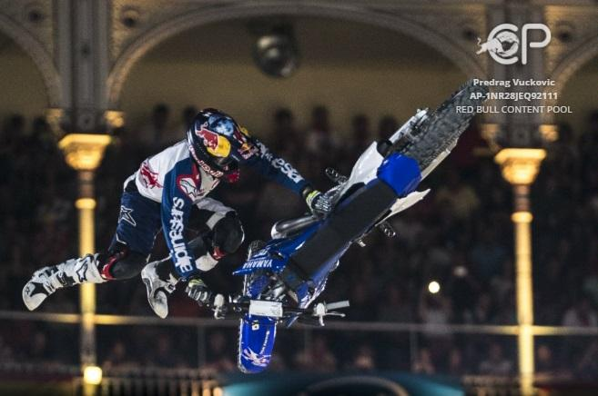 Red-Bull-X-Fighters-2016-1