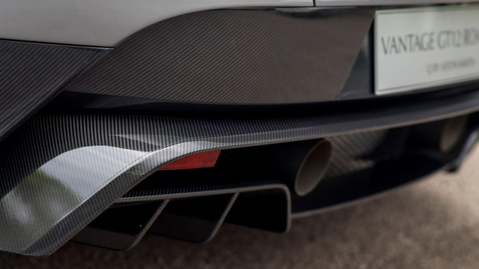 Aston Martin Vantage GT12 Roadster difusor