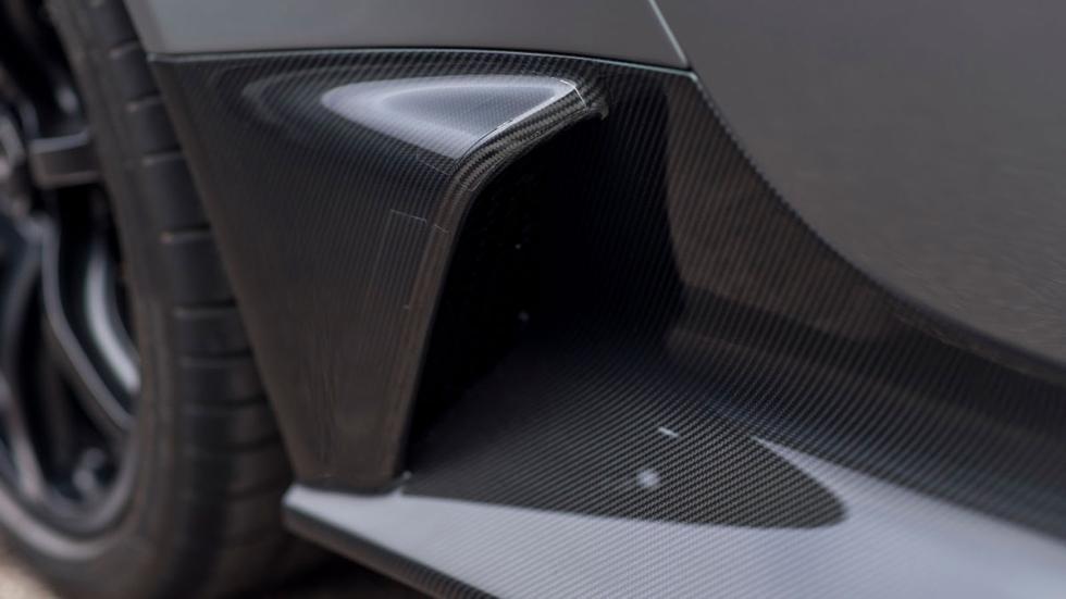 Aston Martin Vantage GT12 Roadster entrada lateral