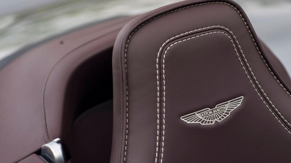 Aston Martin Vantage GT12 Roadster costuras
