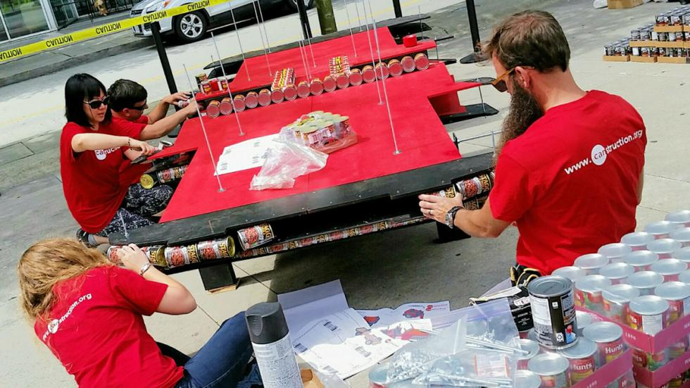 Jeep Wrangler latas comida proceso